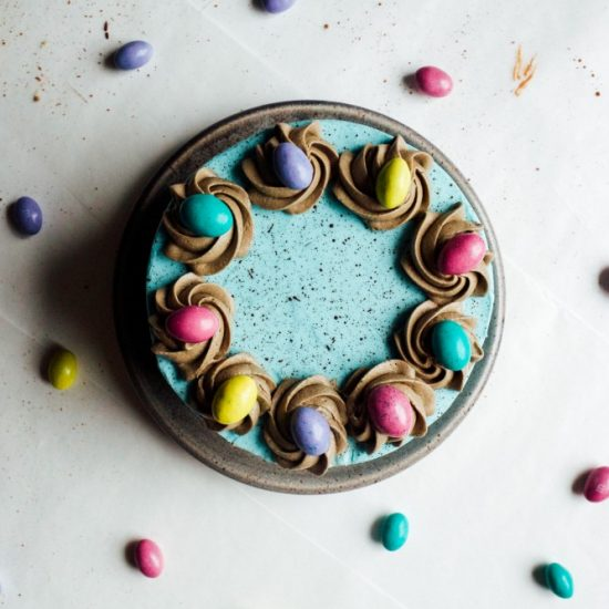 easter cake Recipe by The Wood and Spoon Blog by Kate Wood. This is a how to on making a layer cake covered in robin egg blue frosting and speckled to look like an egg. This tutorial is adapted from the cake blog. Step by step how to and photos for this easter / good friday / spring time cake on thewoodandspoon.com