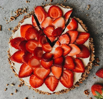 Strawberry Pretzel Tart Recipe by The Wood and Spoon Blog by Kate Wood. A simple, fast recipe that takes less than 30 minutes. A quick brown sugar butter and pretzel pie crust filled with a no bake cream cheese cheesecake type filling and topped with fresh strawberries or berries of your choice. Recipe adapted from Bake from Scratch Magazine. Perfect make ahead dessert idea. Thewoodandspoon.com