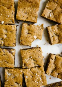 Chocolate Chip Cookie Bars by Wood and spoon. These are simple chocolate chip blondies with espresso powder and sea salt! These make rich, chewy blondie bars with crackly edges and comforting flavors. This recipe serves a crowd, freezes well, and can be made in advance! Learn how to make them on thewoodandspoon.com